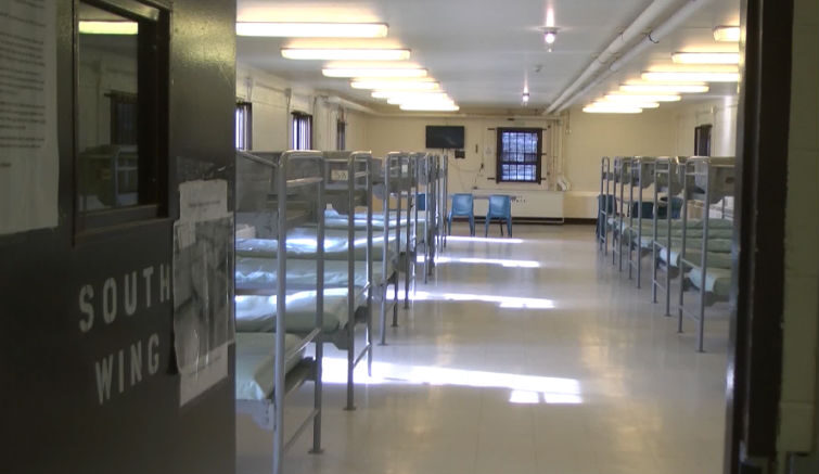 Snyder plans to end private prison food service