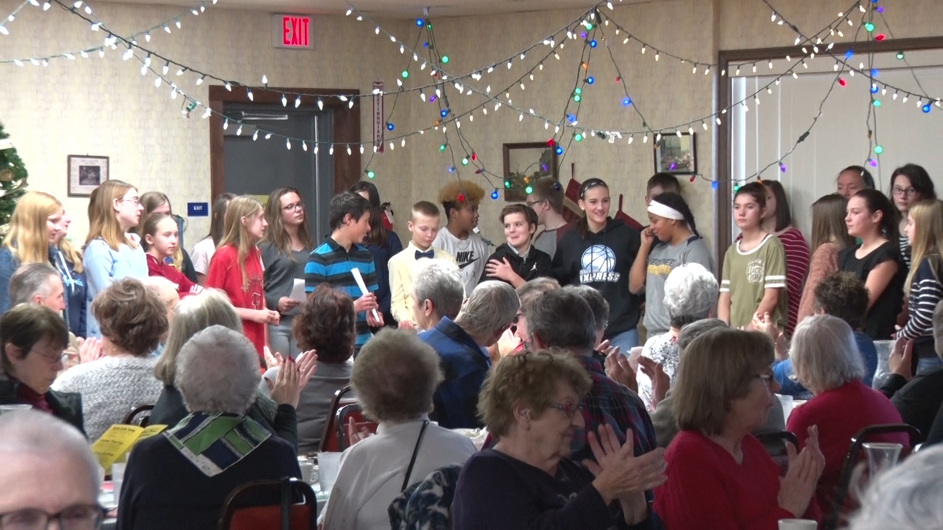 Middle school choir shares Christmas Spirit - ABC 10/CW 5